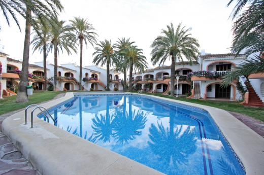 Se vende apartamento con piscina en playa las marinas de denia for Se vende piscina desmontable